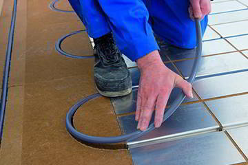 instalacion-sin-obra-tubo-suelo-radiante-biomasa